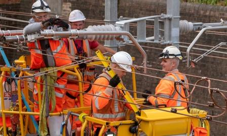 Un nou raport spune că electrificarea căii ferate poate fi cu 33-50% mai ieftină