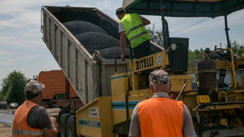 """Materialele de construcţie folosite în cadrul programului """"Drumuri Bune 2"""" ar putea fi transportate pe calea ferată"""