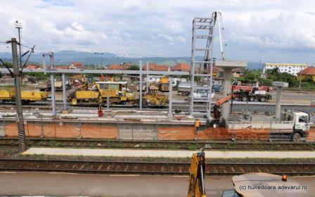 Un nou şantier în Deva. Gara va intra în reparaţii capitale. Va fi renovată odată cu magistrala feroviară pe care trenurile vor circula cu 160 km/h