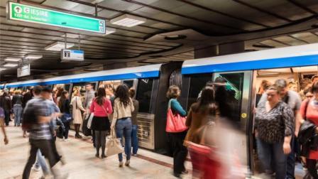"""""""Aurel Vlaicu"""", cea mai aglomerata stație de metrou din Bucureşti"""