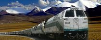 """Cum a construit China linia ferată către Tibet – Greutăți, controverse și minuni ale ingineriei la trenurile ce urcă spre """"acoperișul lumii"""""""