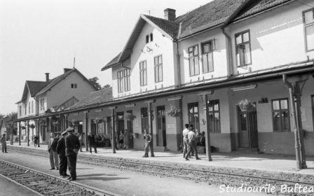 Cum arăta infrastructura feroviară în România anilor '60. Farmecul gărilor de altădată
